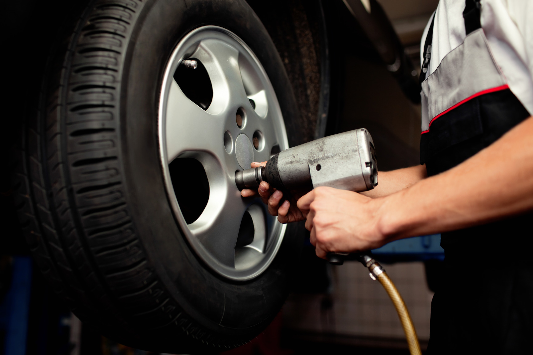 vehicle maintenance why you should rotate your tires. Black Bedroom Furniture Sets. Home Design Ideas